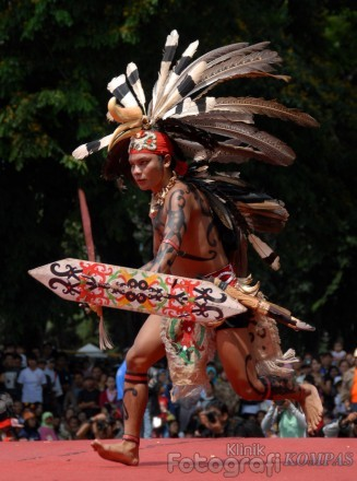 Pakaian Adat Suku Dayak